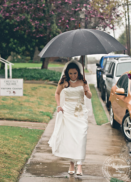 bride going to wedding in the rain at the chapel on chestnut sqare