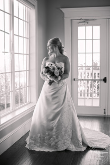 bridal session at The Milestone Mansion Wedding Venue in Denton Texas | Photos by Cindy and Saylor, Floral by CoCo Fleur, Makeup by Wendy Zerrudo